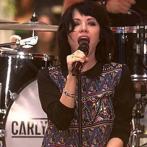 Carly-Rae-Jepsen-paid-band-with-food