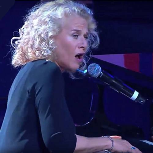 Carole-King-honoured-by-President-Obama