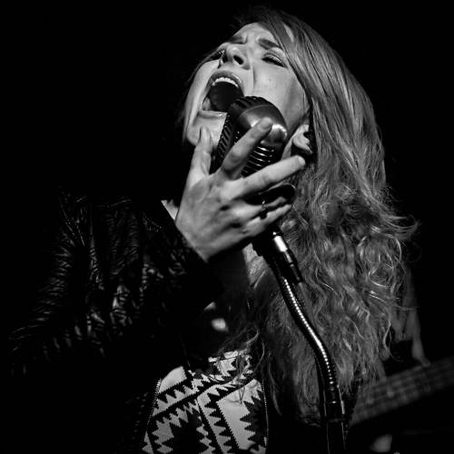Elles Bailey 'Wildfires' video premiere