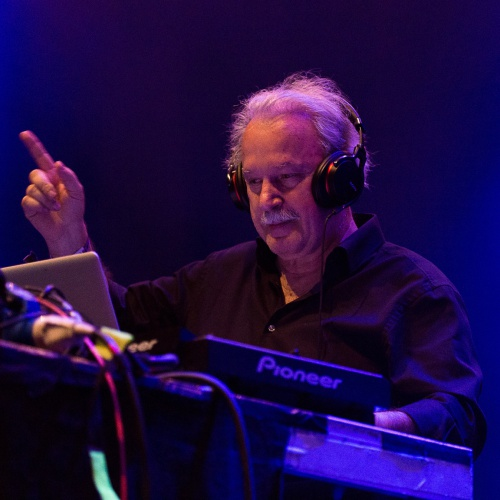 Giorgio-Moroder-covers-Toms-Diner-with-Suzanne-Vega