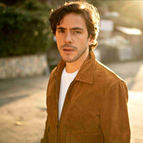 Jack Savoretti Lands His First Number 1 With Singing To Strangers