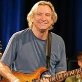 Joe-Walsh-visits-Daryls-House