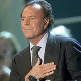 Julio-Iglesias-is-back-with-new-album-1