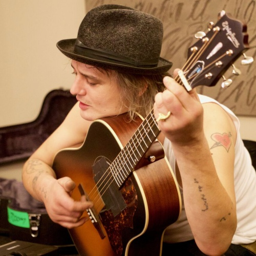 Peter Doherty Donates Artwork To Prison Charity