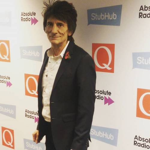 Ronnie Wood trying to stop the booze