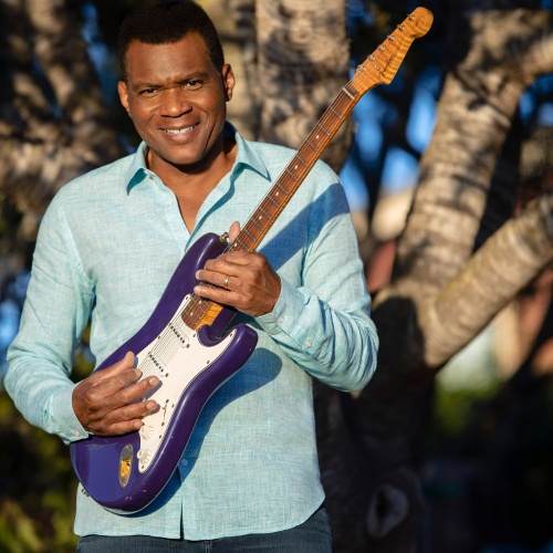 Robert-Cray-returns-to-the-UK-in-2013