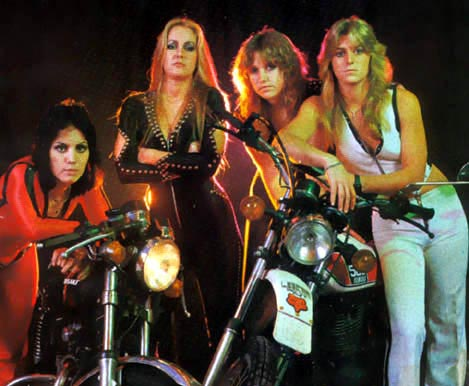 Lita-Ford-blames-Joan-Jett-for-Runaways-delay