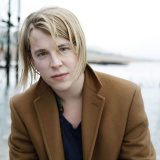 Tom-Odell-warms-up-BST-crowd