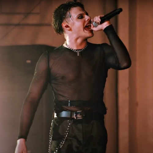 Yungblud Shuts Down Entire Soho Street With Surprise Gig