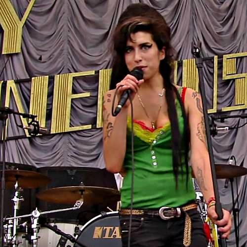 Amy Winehouse kicks off at theatre-goers