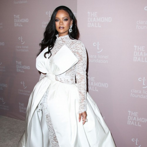 Rihanna mocks fans that a new song could fall 'soon' – Music News