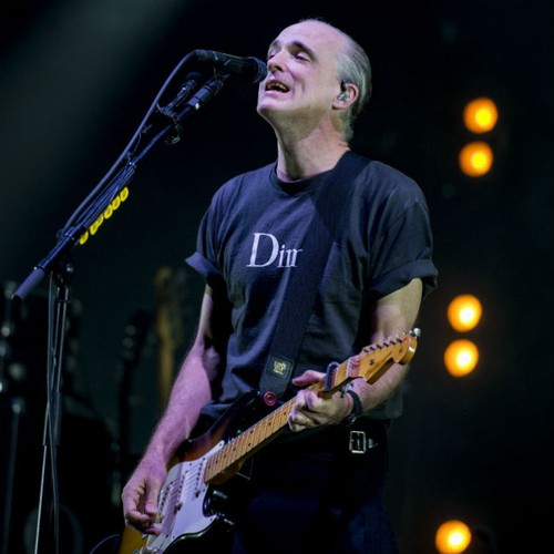 Travis singer Fran Healy 'mauled' by sausage dog