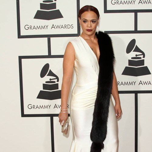 Faith Evans flashes privates during concert