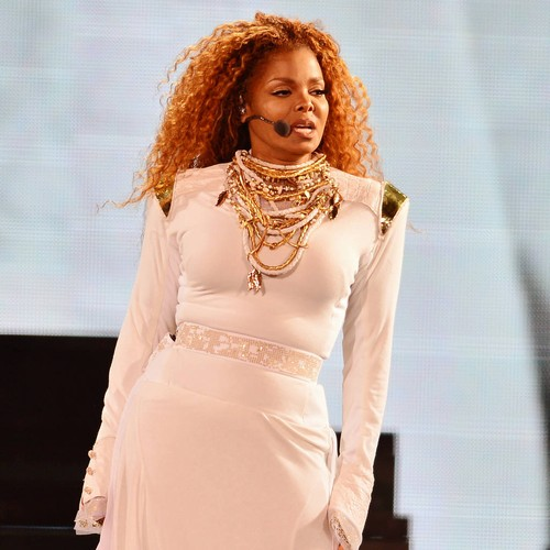 Janet Jackson shows off pregnancy glow in London