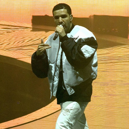 Injured Drake postpones tour dates