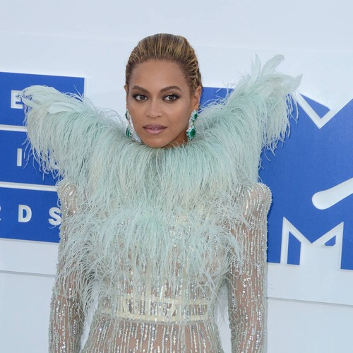 Beyonce surprises teenage cancer patient with FaceTime call
