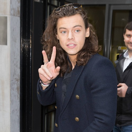 Harry Styles' mum praises singer for caring for sick grandfather