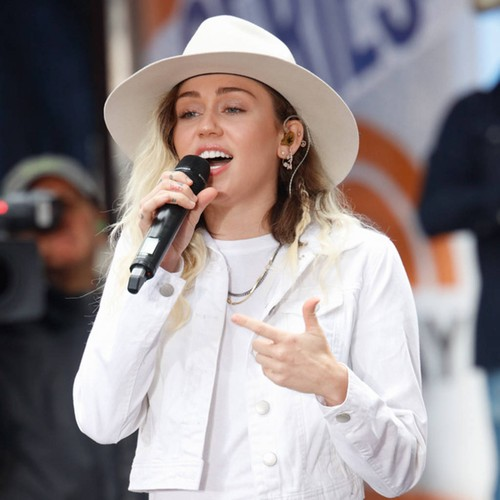 http://www.music-news.com/news/UK/106345/Miley-Cyrus-keen-to-protect-little-sister-from-the-evils-of-fame