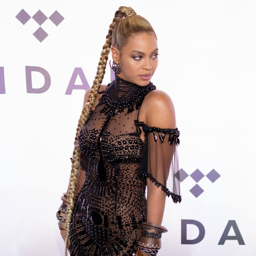 http://www.music-news.com/news/UK/106420/Beyonce-takes-top-honours-at-BET-Awards