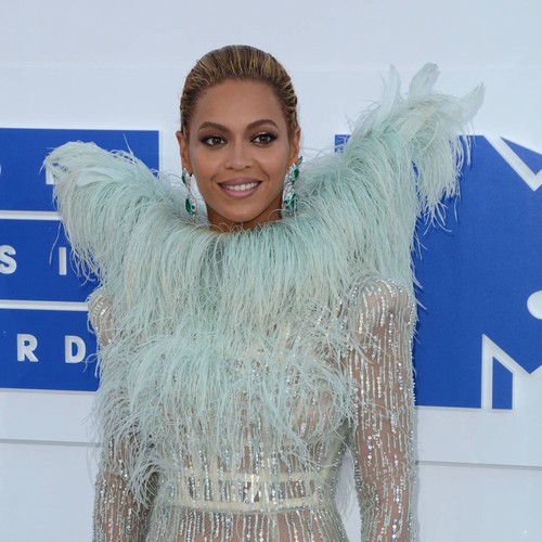 http://www.music-news.com/news/UK/106438/Beyonce-and-JAY-Z-take-twins-home