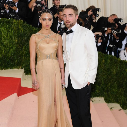 http://www.music-news.com/news/UK/107062/Robert-Pattinson-keen-to-protect-his-kind-of-fiancee-from-crazy-Twilight-fans