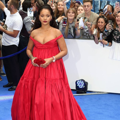 http://www.music-news.com/news/UK/107085/Rihanna-discusses-education-with-French-President-Emmanuel-Macron