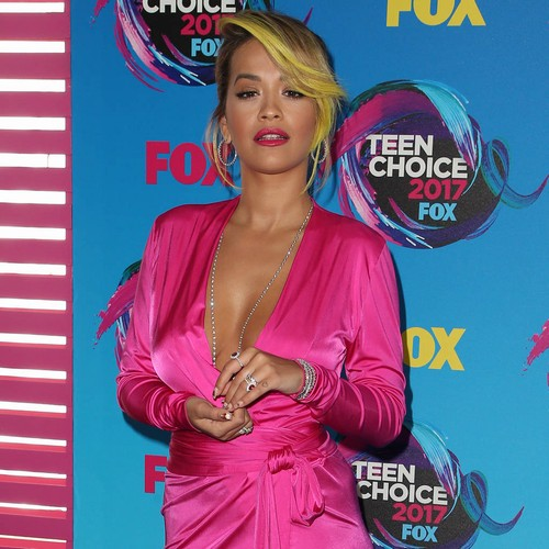 http://www.music-news.com/news/UK/107466/Rita-Ora-presents-reality-show-while-wearing-foot-cast