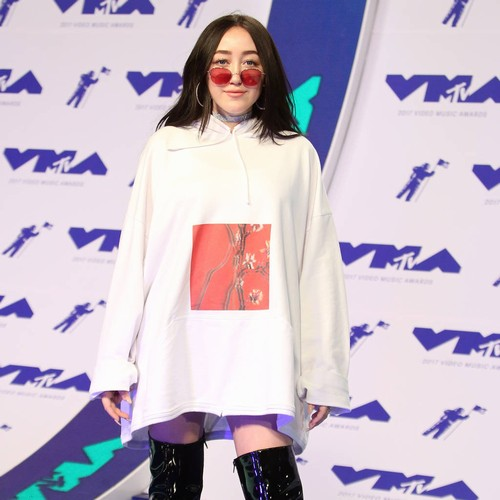 Noah Cyrus joined by sister Miley and father Billy during gig