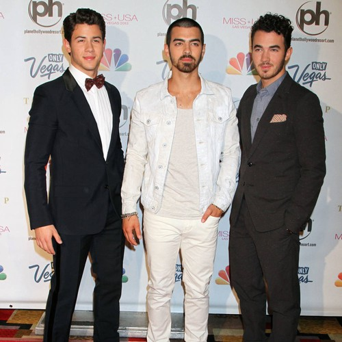 Jonas Brothers thrill fans by reactivating Instagram account