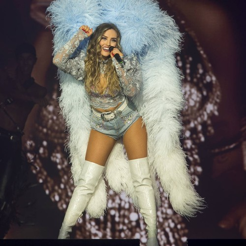 Perrie Edwards sparks rumours she's moving in with boyfriend Alex Oxlade-Chamberlain