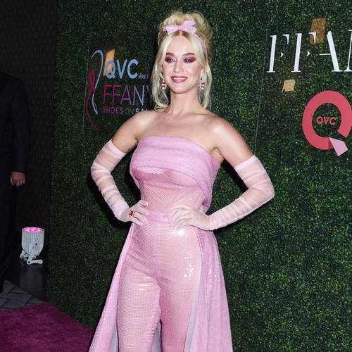 Katy Perry Salutes Gay Fans At Amfar Gala