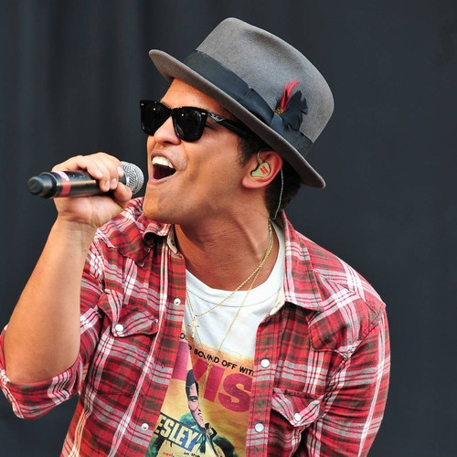 Bruno Mars Gets Steamy With Superfan For Social Media Stunt - Music News