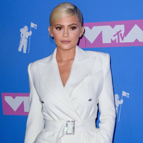 Kylie Jenner Gifted Dozens Of Red Rose Bouquets - Music News