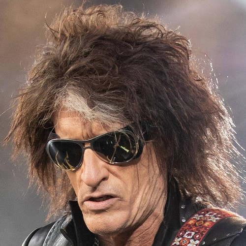 Joe Perry Hospitalised After Backstage Collapse