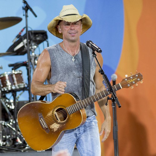 Family Death Forces Cma Awards Winner Kenny Chesney To Pull Out Of Ceremony