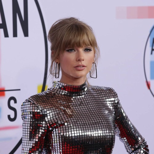 Taylor Swift Hops To Universal Music Group