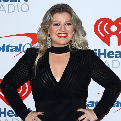 Kelly Clarkson: 'aretha Franklin's Music Helped Me Overcome My Shyness'