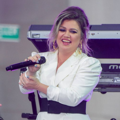 Kelly Clarkson Becomes A 'momager' For The Voice Winner Chevel Shepherd
