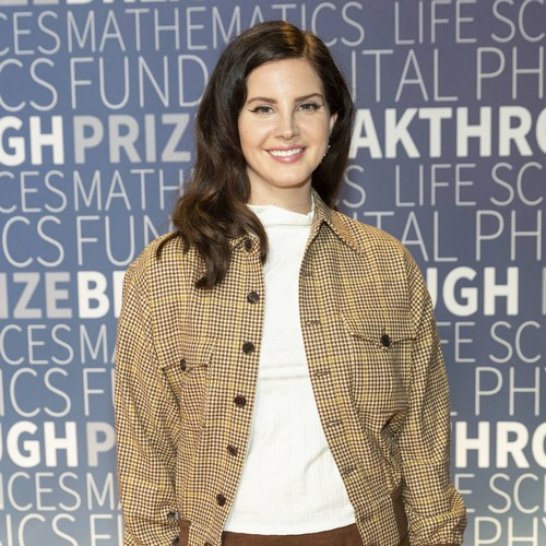 Lana Del Rey Ready To Release Poetry Book