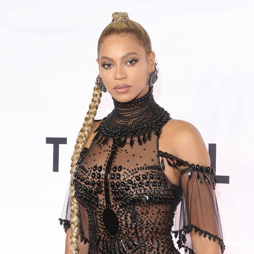 Beyonce Breaks The Internet As She's Spotted Shopping In Target - Music News