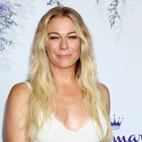 Leann Rimes Postpones Concerts After Dog Dies - Music News