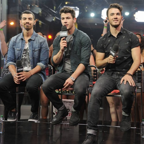 Jonas Brothers Plan Reunion Six Years After Split - Report