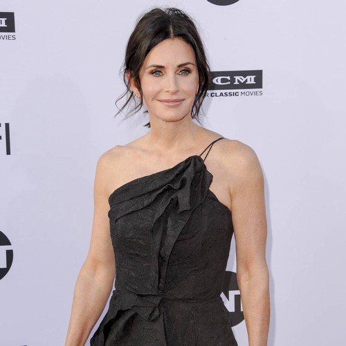 Courteney Cox's Daughter Duets With Snow Patrol Frontman