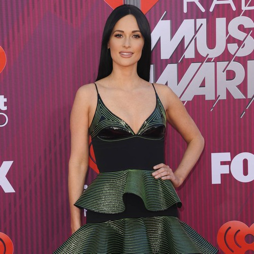 Kacey Musgraves Thanks 'great Teacher' Dolly Parton For Helping Her Write Music