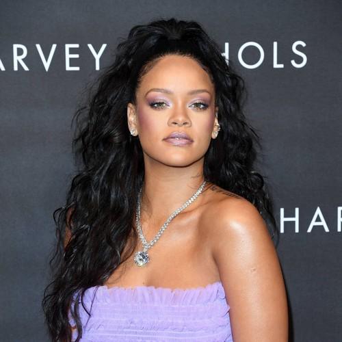 Rihanna's dad wants star's lawsuit dismissed