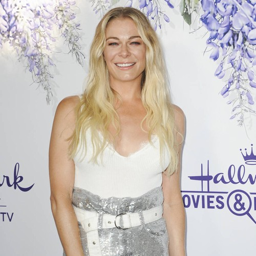 Leann Rimes Clarifies 'awkward' Easter Photo Caption