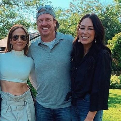 Jennifer Lopez Visits Tv Renovator Idol Joanna Gaines In Texas