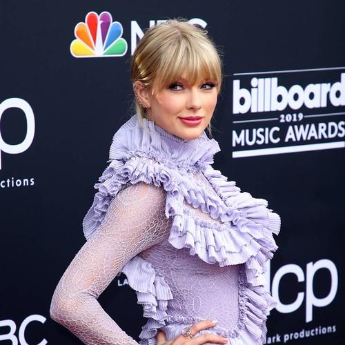Taylor Swift Smashes 100 Million Vevo Video Views