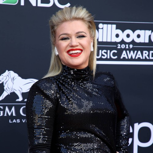 Kelly Clarkson 'feeling Awesome' After Emergency Appendix Surgery