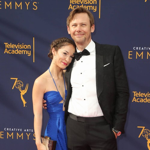 Hectic Schedule Prompted Jimmi Simpson To Elope - Music News